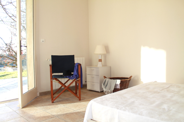 This room also offers a direct view to the Luberon