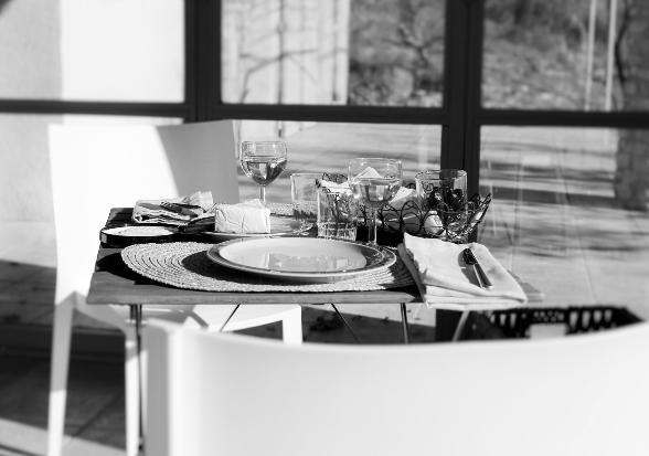 Im Wohnzimmer lässt es sich auch wunderbar frühstücken - Ciel Du Luberon