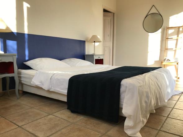 Der Master Bedroom mit eigenem Bad - Ferien in der Provence