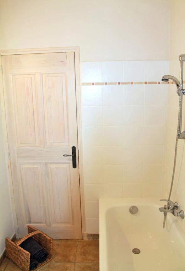 Das Bad En-Suite des Elternschlafzimmers - Ciel Du Luberon