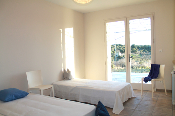 The guest room also offers a free view to the garden with 5.000sqm