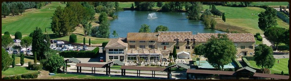 Das Clubhaus des Golf Grand Avignon in Vedène - Golf Provence
