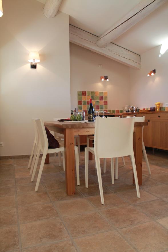 Hohe Decken, großer Esstisch, komplette Ausstattung - Vacances Provence