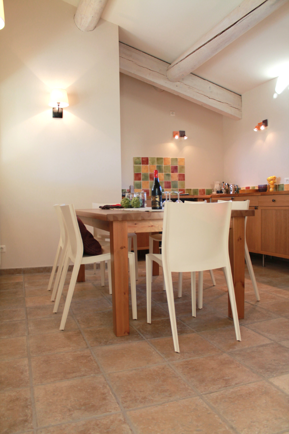 High ceilings, large table, full equipment - Vacances Provence